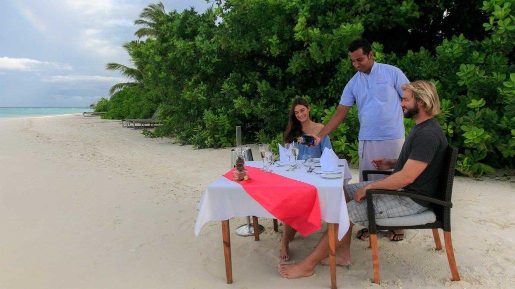 Beach dinner Komandoo Resort Maldives